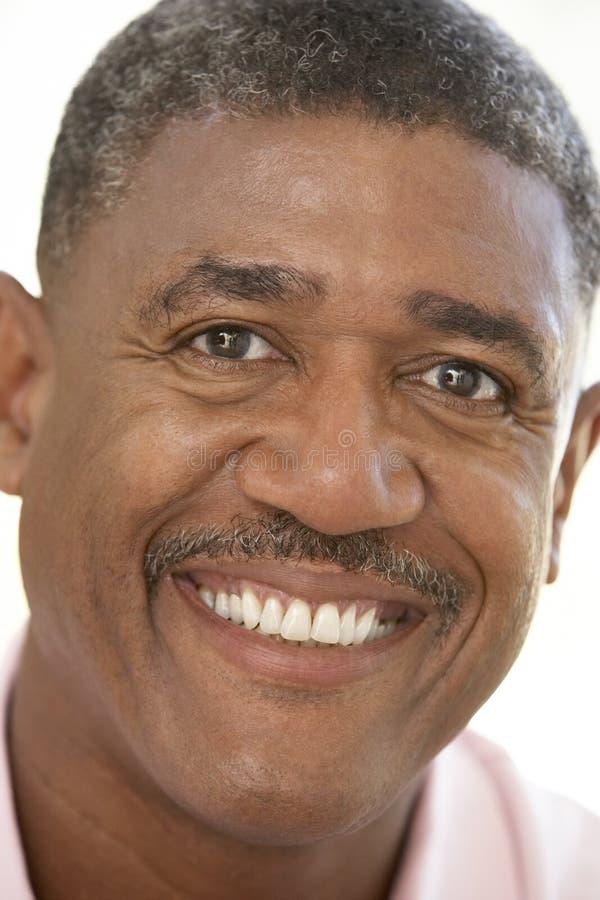 Ritratto di un sorridere dell'uomo maggiore immagine stock