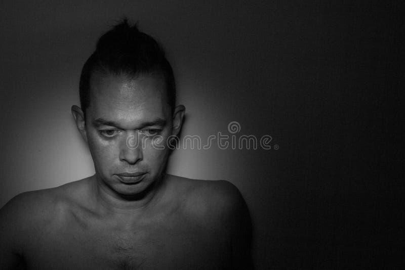 Ritratto di un uomo bello Foto in bianco e nero di Pechino, Cina Fondo fotografie stock libere da diritti