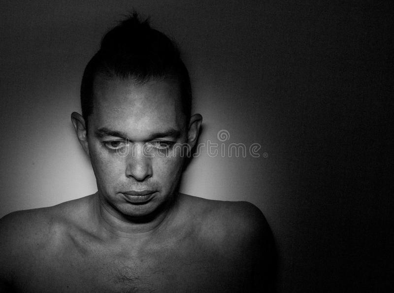 Ritratto di un uomo bello Foto in bianco e nero di Pechino, Cina Fondo fotografie stock
