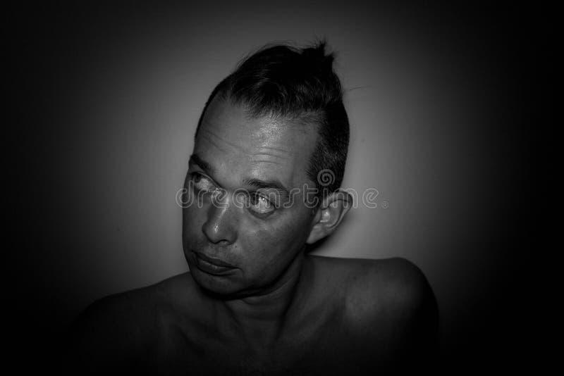 Ritratto di un uomo bello Foto in bianco e nero di Pechino, Cina Fondo fotografia stock libera da diritti