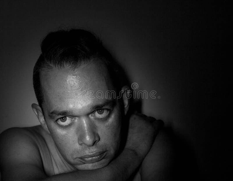 Ritratto di un uomo bello Foto in bianco e nero di Pechino, Cina Fondo immagine stock libera da diritti