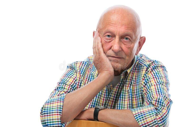 Ritratto di un uomo senior premuroso fotografia stock