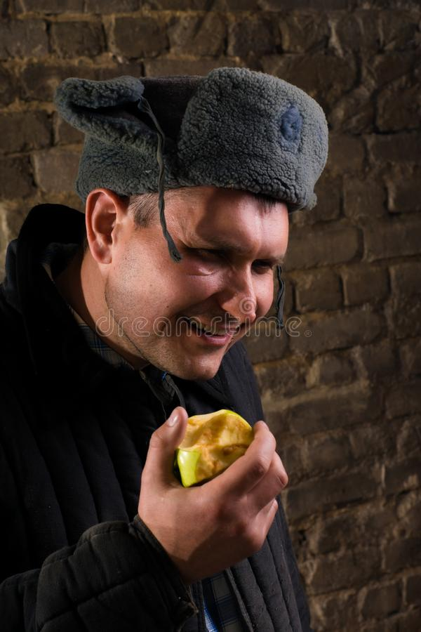 Ritratto di un uomo in un'uniforme per un'azienda agricola immagini stock