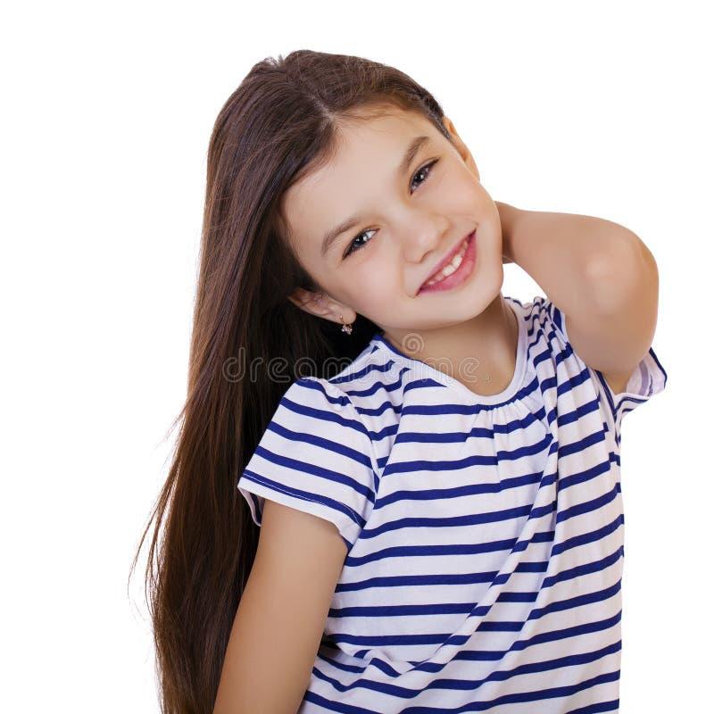 Ritratto di una bambina affascinante che sorride alla macchina fotografica fotografia stock