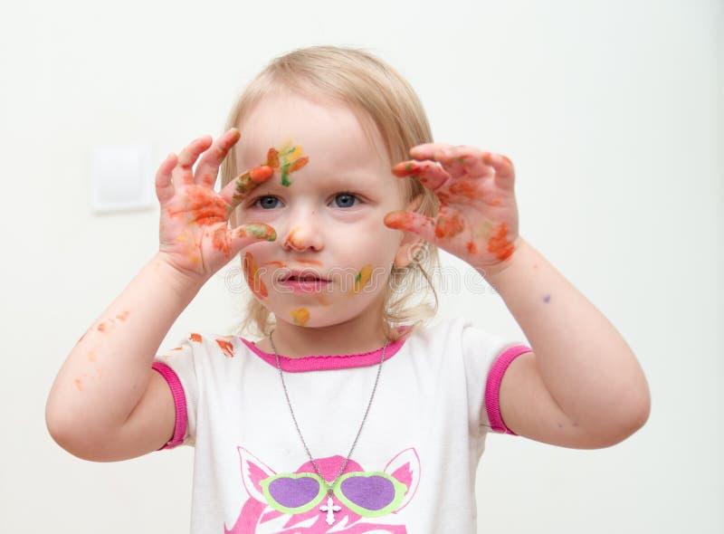 Ritratto di una bambina spalmata di pittura fotografia stock libera da diritti