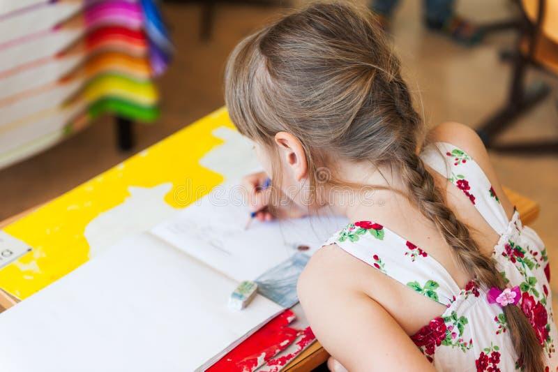 Ritratto di una bambina sveglia immagini stock