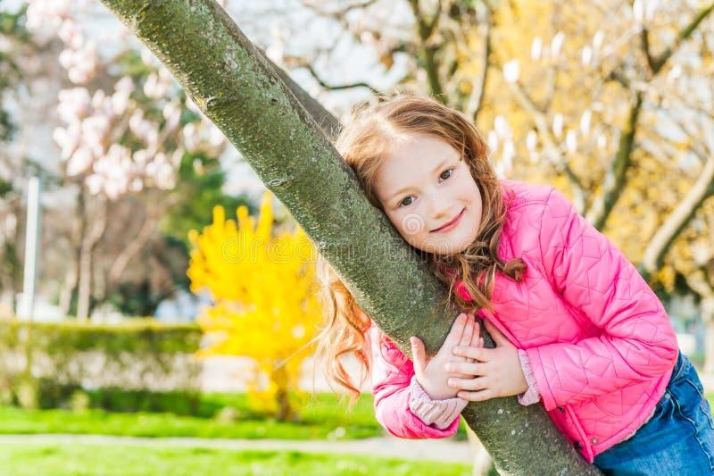 Ritratto di una bambina sveglia fotografie stock
