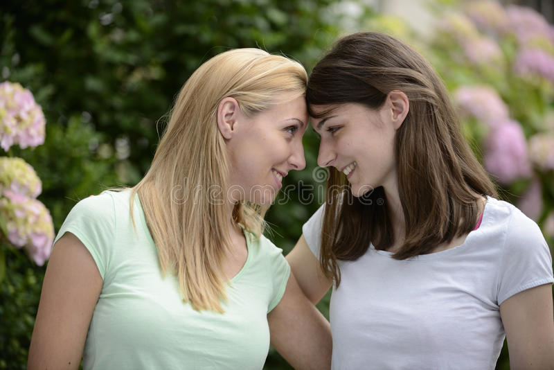 Ritratto di una coppia lesbica fotografia stock