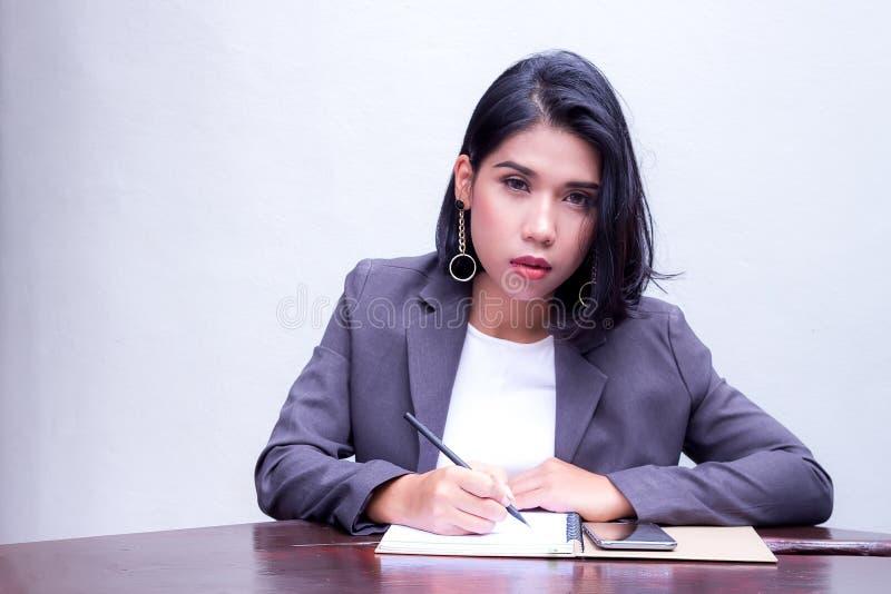 Ritratto di una donna di affari fotografia stock libera da diritti