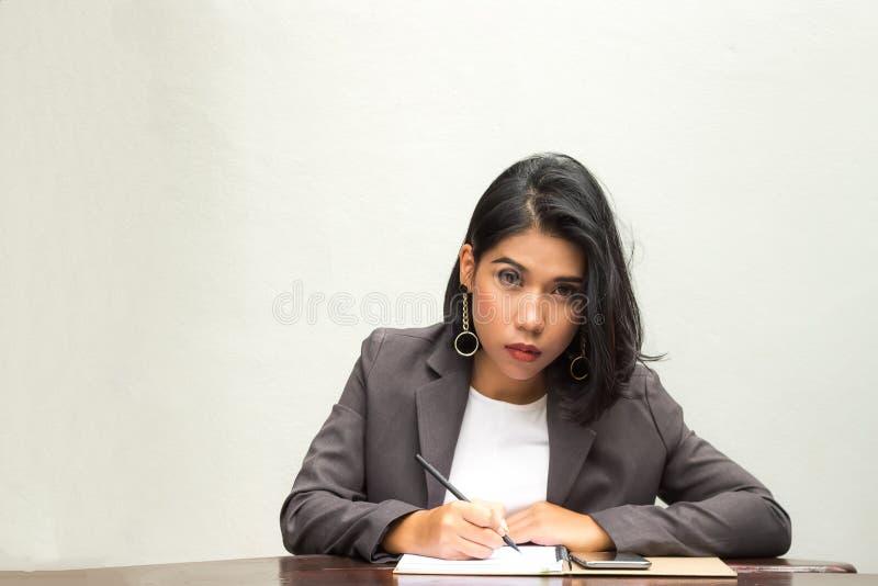 Ritratto di una donna di affari immagini stock