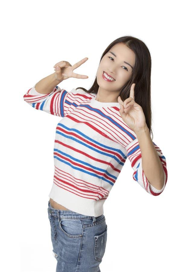 Ritratto di una donna americana cinese isolata su backgroun bianco fotografia stock