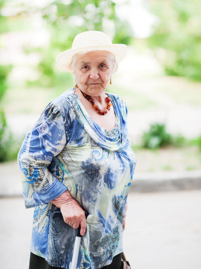 Ritratto di una donna anziana fotografia stock