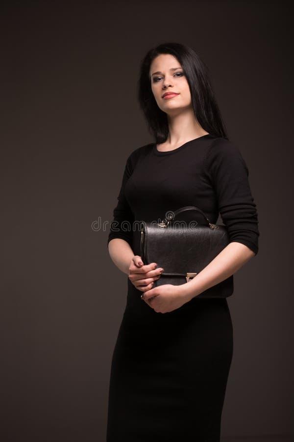 ritratto di una donna castana immagini stock