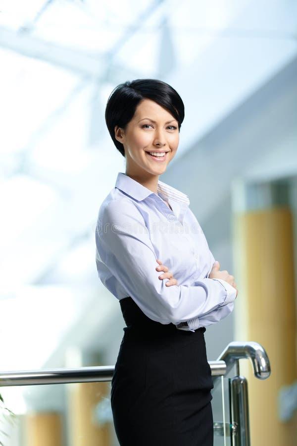 Ritratto di una donna di affari di smiley immagini stock