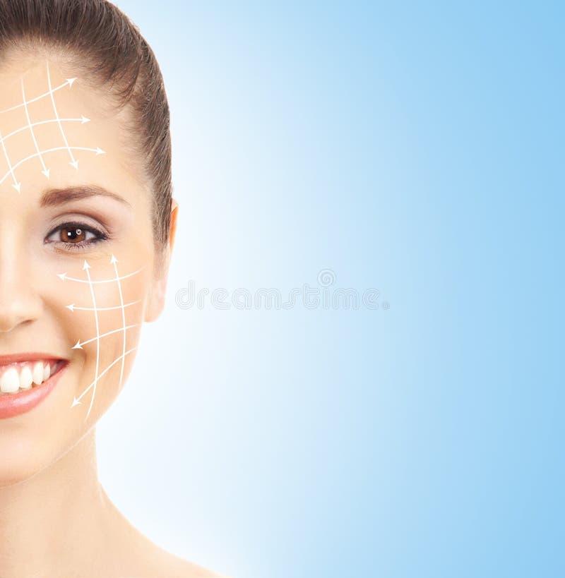 Ritratto di una donna felice pronta per una chirurgia plastica fotografia stock libera da diritti