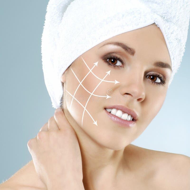 Ritratto di una donna felice pronta per una chirurgia plastica fotografia stock