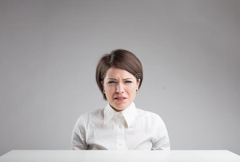 Ritratto di una donna molto triste fotografia stock libera da diritti