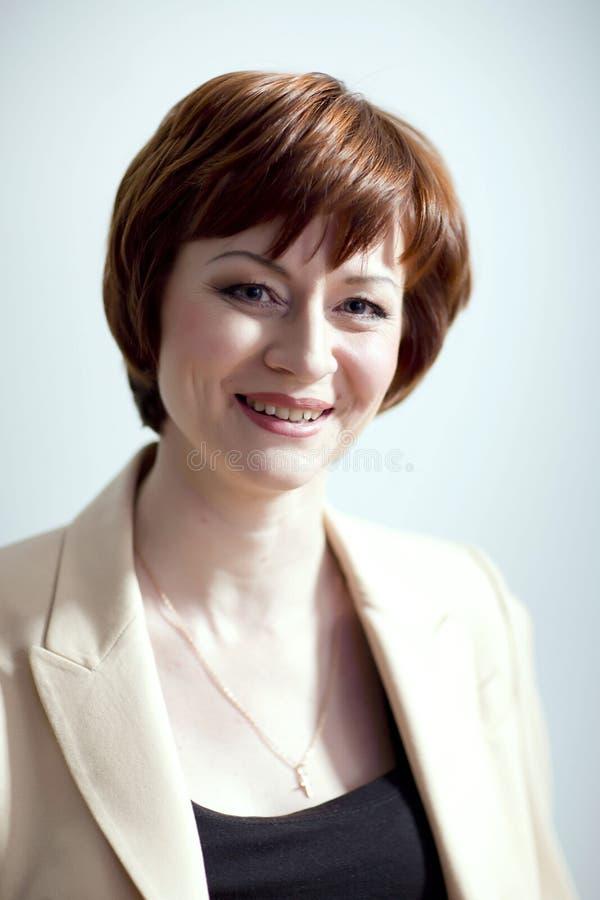 Ritratto di una giovane donna fotografie stock libere da diritti