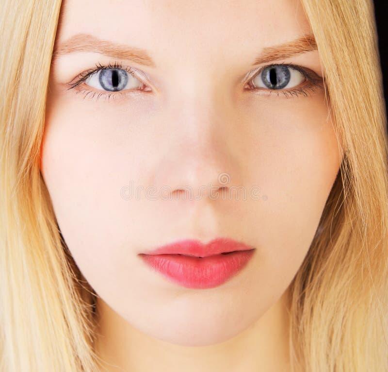 Ritratto di una ragazza con gli occhi di gatto immagine - Colorazione immagine di una ragazza ...