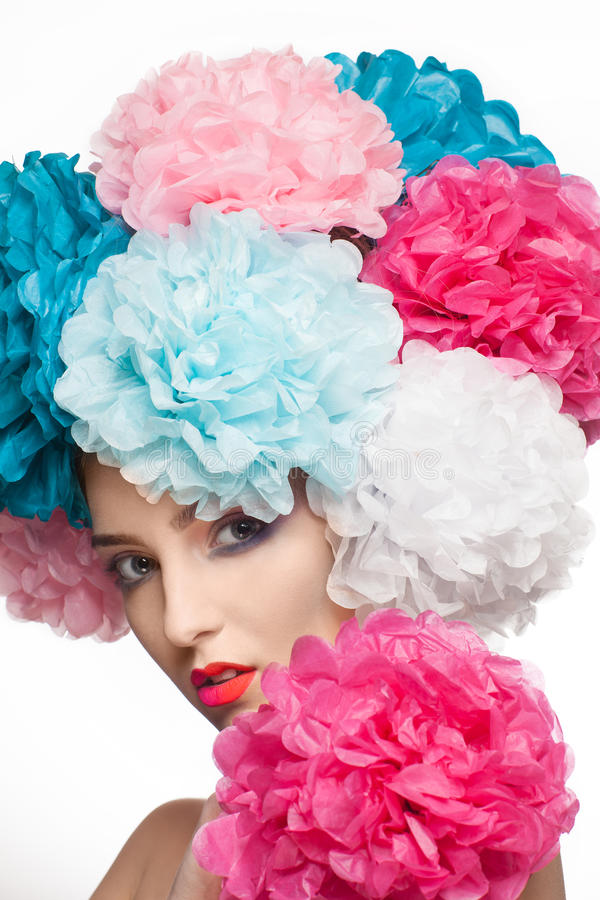 Ritratto di una ragazza con i fiori immagini stock