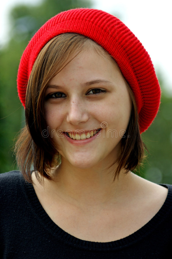 Ritratto di una ragazza con la protezione rossa. immagine stock libera da diritti