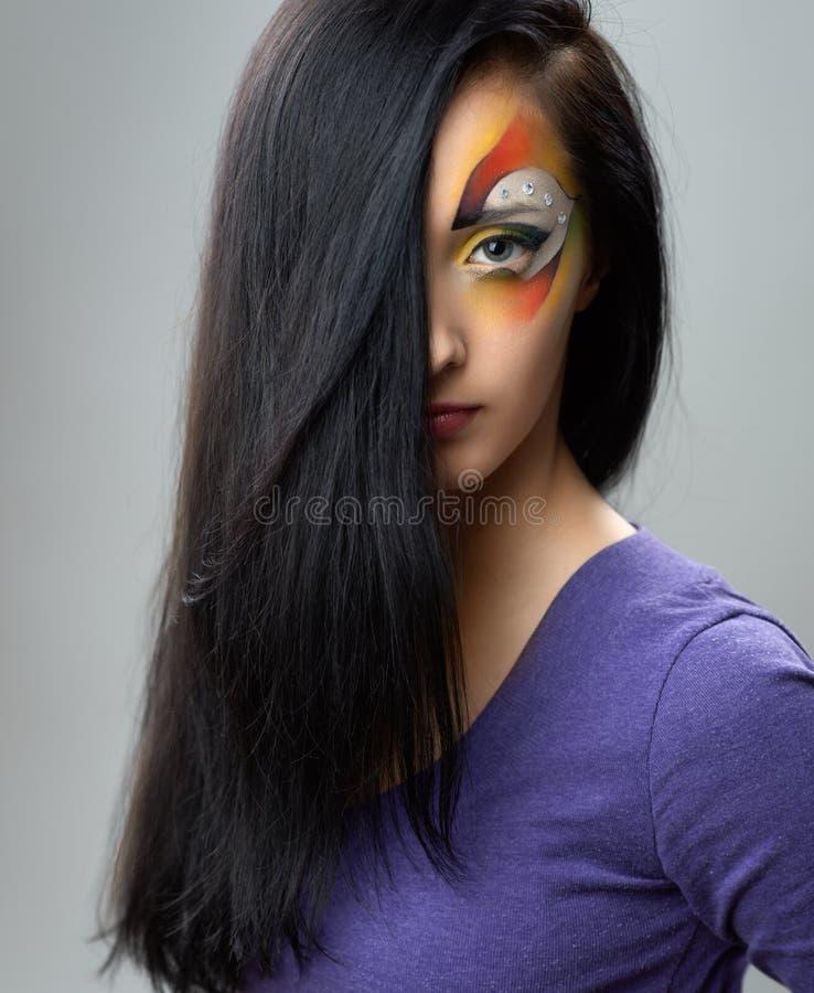 Ritratto di una ragazza con trucco artistico fotografia stock