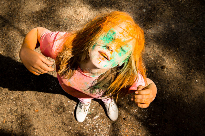 Ritratto di una ragazza per il festival indiano dei colori Holi immagine stock libera da diritti