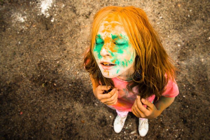 Ritratto di una ragazza per il festival indiano dei colori Holi fotografia stock libera da diritti
