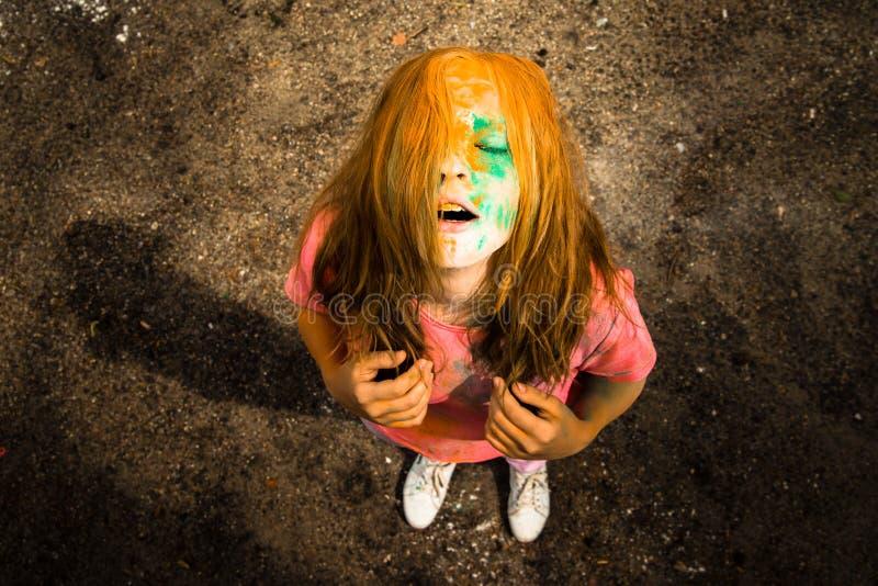 Ritratto di una ragazza per il festival indiano dei colori Holi immagine stock