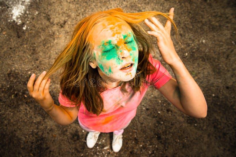 Ritratto di una ragazza per il festival indiano dei colori Holi immagini stock