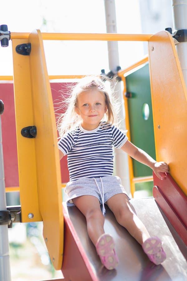Ritratto di una ragazza di quattro anni immagine stock libera da diritti