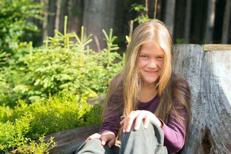 Ritratto di una ragazza romantica sorridente fotografia stock