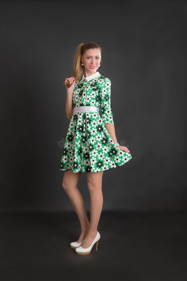 Ritratto di una ragazza in un vestito fotografia stock libera da diritti