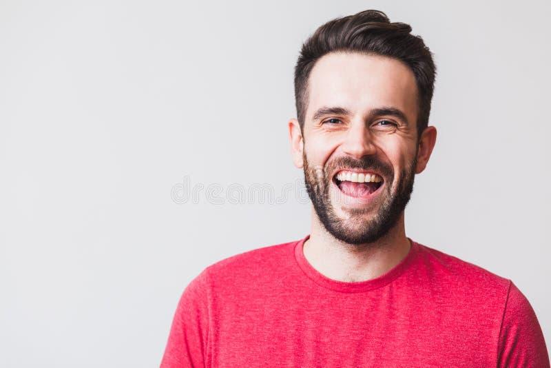 Ritratto di una risata del giovane immagine stock libera da diritti