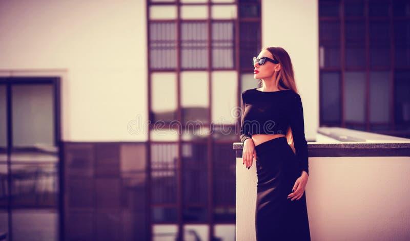 Ritratto di una signora elegante fotografie stock libere da diritti