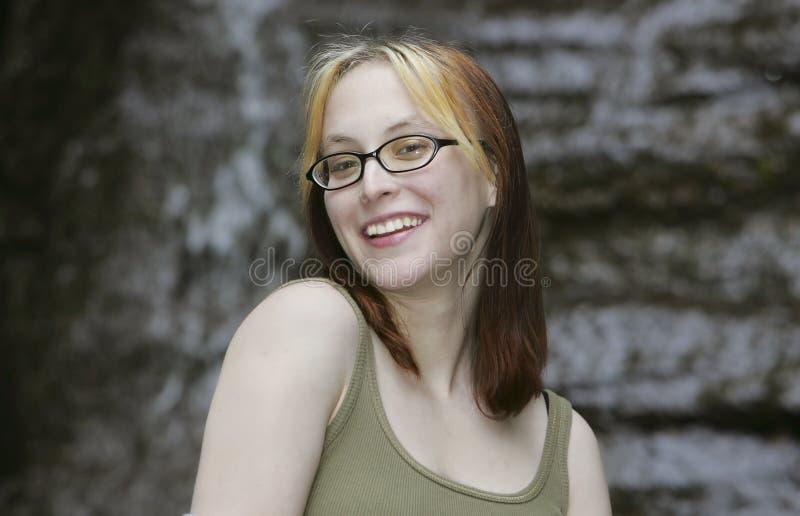 Download Ritratto Esterno Sorridente Della Donna Fotografia Stock - Immagine di parco, giovane: 7305784
