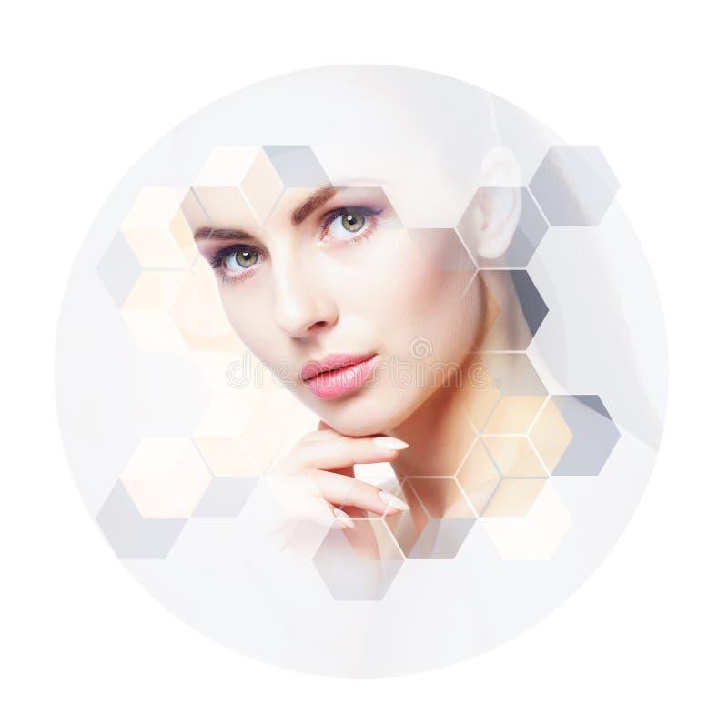 Ritratto facciale di giovane e donna in buona salute Chirurgia plastica, cura di pelle, cosmetici e concetto di lifting facciale fotografie stock libere da diritti