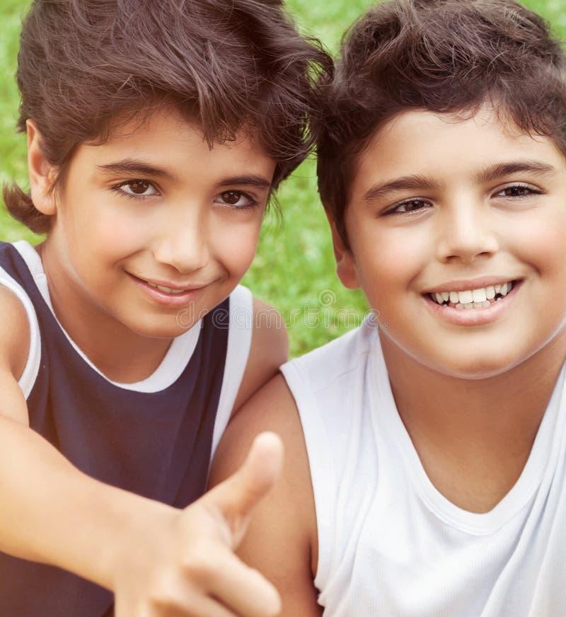 Ritratto felice dei ragazzi immagine stock