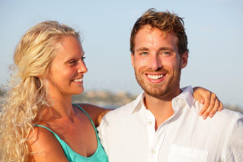 Ritratto felice delle coppie fotografia stock