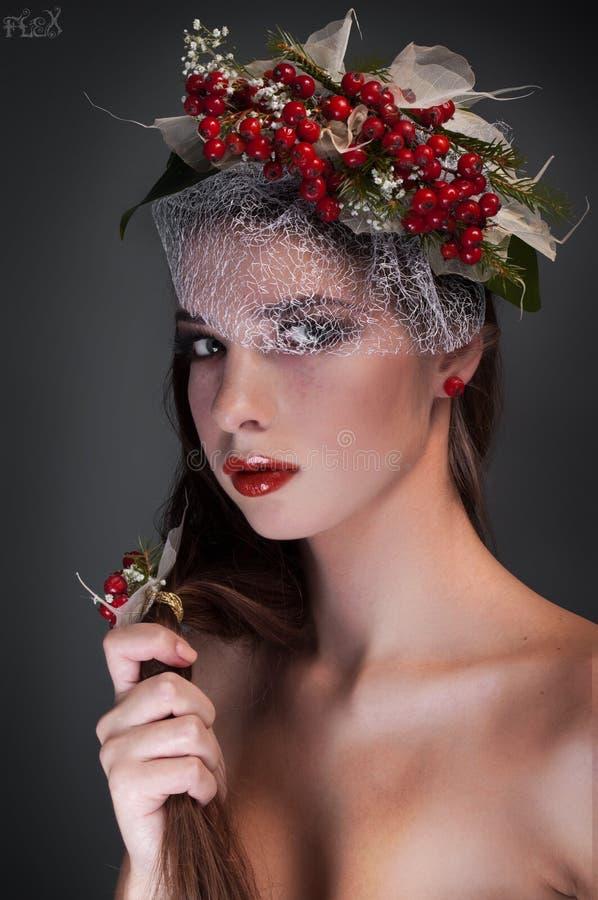 Ritratto femminile concettuale di bellezza dello studio con il rowa fotografie stock libere da diritti