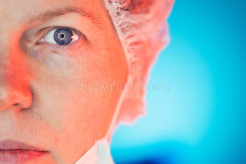 Ritratto femminile del fronte del Hospitalist mezzo immagine stock