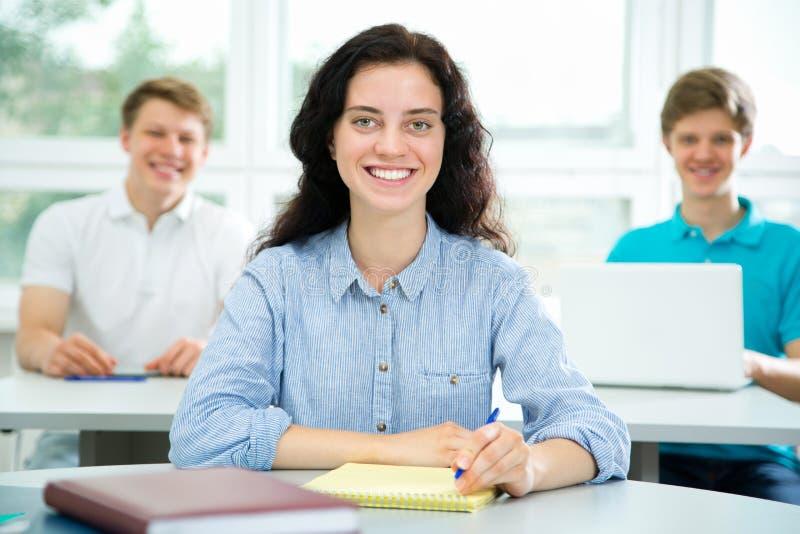 Ritratto femminile dello studente universitario immagine stock