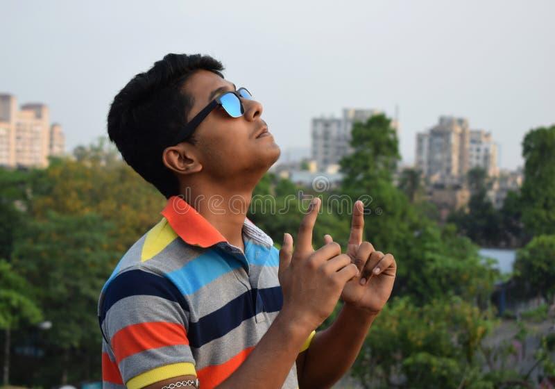 Ritratto giovane Guy Celebrating Success felice fotografia stock