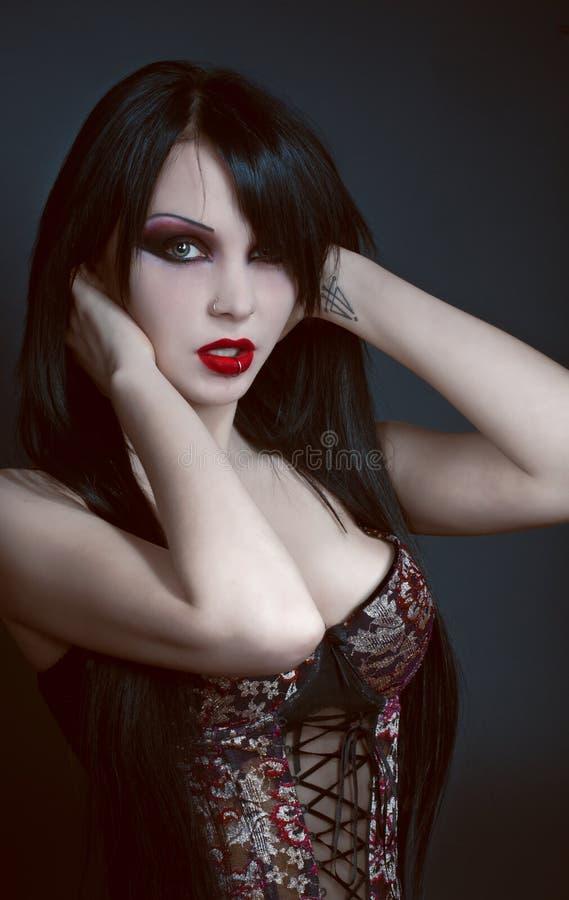 Ritratto gotico della donna sexy del brunette immagini stock