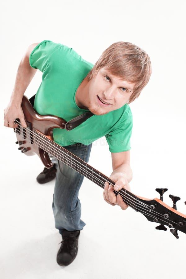 Ritratto il tipo con la chitarra elettrica Isolato su bianco immagini stock libere da diritti
