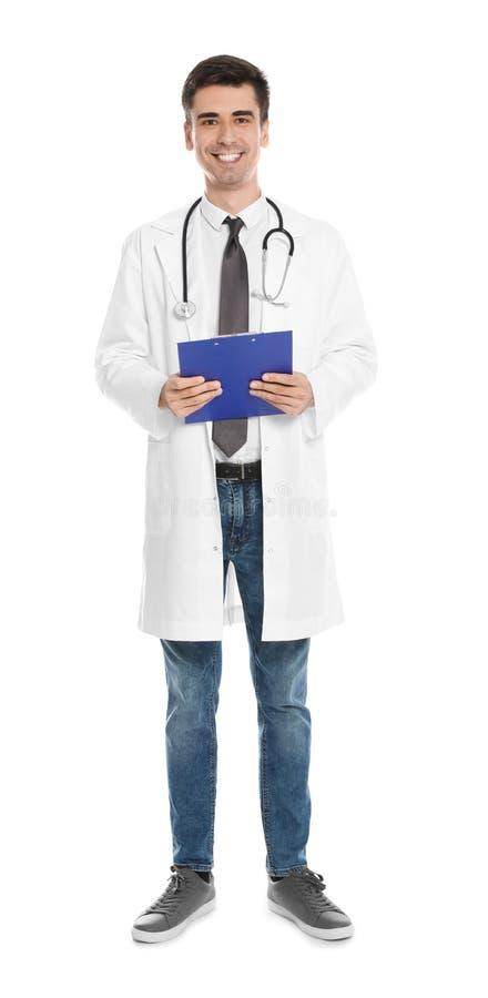 Ritratto integrale di medico con la lavagna per appunti e lo stetoscopio isolati immagini stock libere da diritti