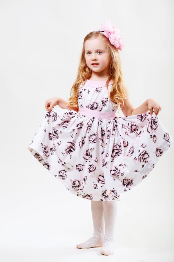 Ritratto integrale di piccola ragazza di dancing sveglia fotografia stock libera da diritti