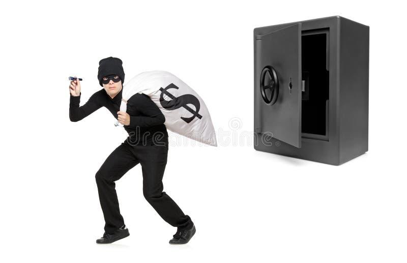 Ritratto integrale di un ladro che ruba soldi immagini stock libere da diritti