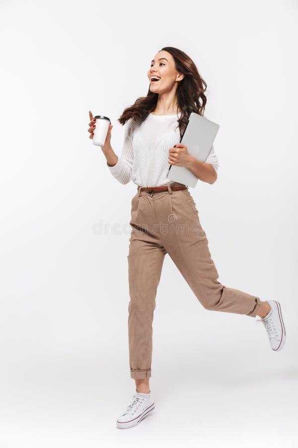 Ritratto integrale di una donna di affari asiatica felice immagini stock libere da diritti