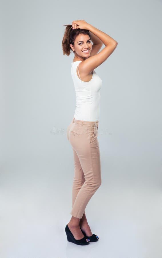 Ritratto integrale di una donna di affari sorridente immagine stock
